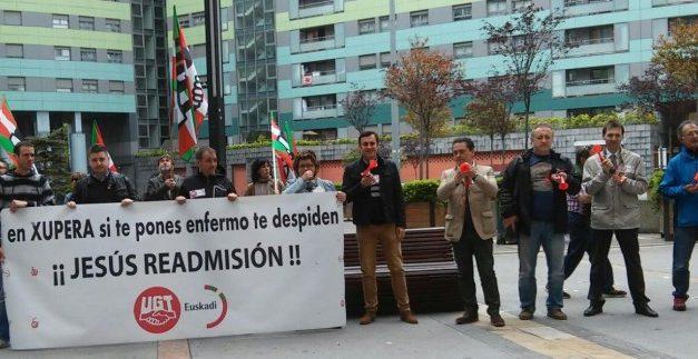 Nueva concentración en protesta por el despido de un delegado de UGT por estar de baja por enfermedad