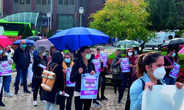 Primer día de huelga de las plantillas de comedores escolares