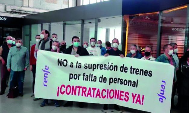 Trabajadores de Renfe denuncian en Bilbao la falta de maquinistas y la continua supresión de trenes de cercanías